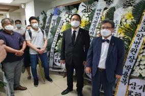 의협 최대집 회장 일행, 부산 피살의사 비통한 심정으로 조문