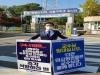 이필수 회장, 구속 41일째 동료의사 석방 촉구 1인 시위 나서