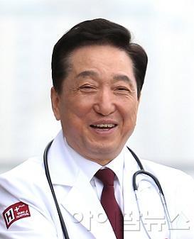 김철수 이사장.jpg