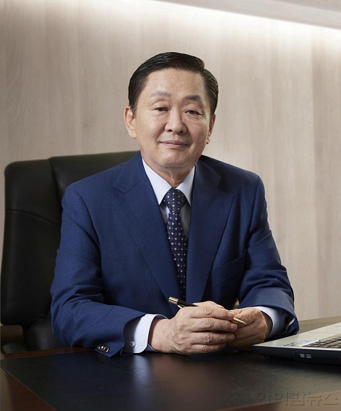 유나이티드제약 CEO 직무사진 (메인컷).jpg