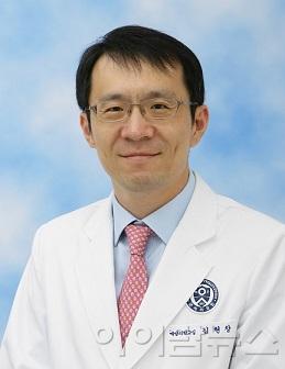 김현창 교수.jpg