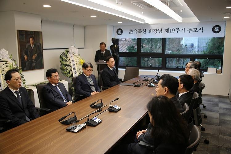 유유제약 창업주 유특한 회장 19주기 추모식.jpg