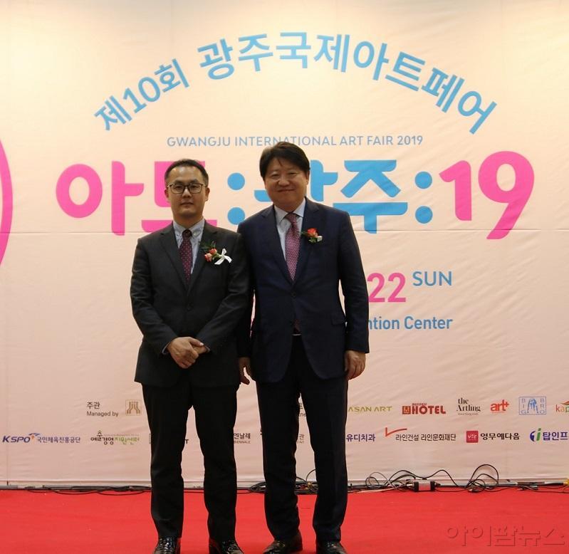 김종명 ㈜유디 사장과 박동훈 유디치과협회 부회장이 개막식에 참석한 모습.jpg