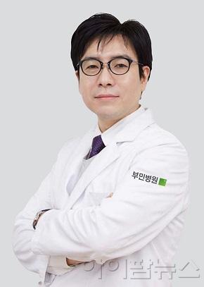 척추내시경 전문가 허동화 센터장.jpg