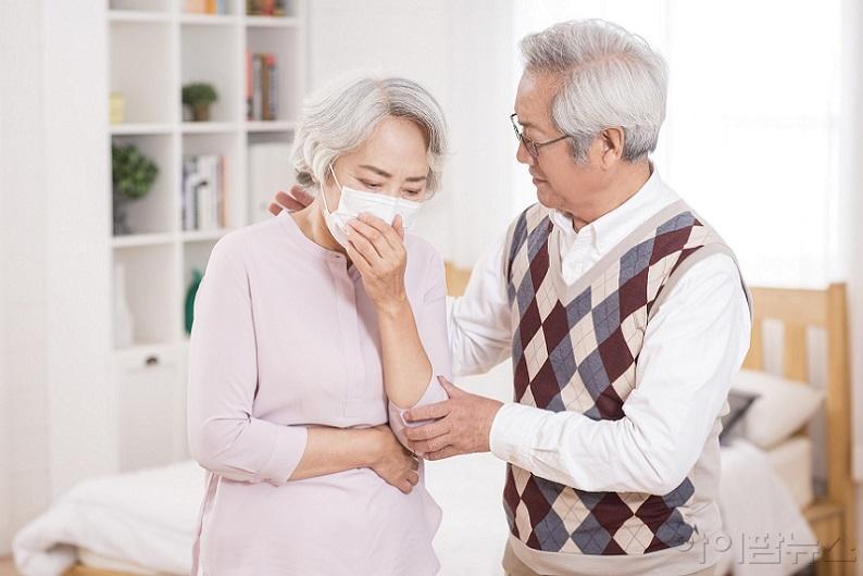 한국건강기능식품협회 노년층 건강에 도움 되는 건강기능식품 소개.jpg