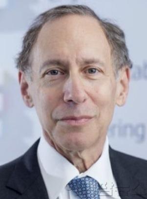 로버트 랭거 미국 MIT 석좌교수(인스티튜트 프로페셔).jpg